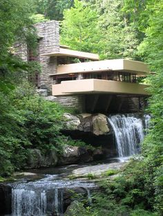 Frank Lloyd Wright design Fallingwater for Edgar Kaufmann Sr and his family, in rural southwestern Pennsylvania. Falling Water House, Falling Waters, Ohiopyle State Park, Falling Water Frank Lloyd Wright, Beautiful Homes, Beautiful Places, Beautiful Pictures, Waterfall House, Unusual Buildings