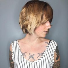 Top 25 Short Shag Haircuts of 2019 Shag hairstyles are back and better than ever! Come check out these outstanding textured short hairstyle ideas for that perfect shaggy hair look. Classic Hairstyles, Best Short Haircuts, Cute Hairstyles For Short Hair, Popular Haircuts, Short Hair Cuts, Choppy Bob For Thick Hair, Short Textured Hair, Coiffure Shag Court, Medium Hair Styles