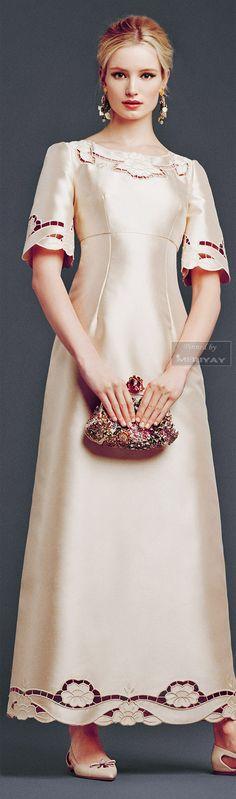 (broderie Richelieu) -Dolce  Gabbana - Collection Fall Winter 2014 2015.
