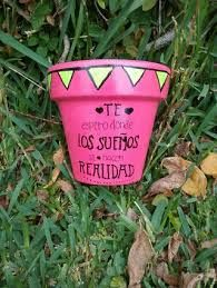 Resultado de imagen para macetas con frases Flower Pots, Shot Glass, Origami, Diy And Crafts, Cactus, Pasta Ideas, Craft Projects, Plants, Painting