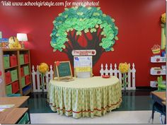 What an absolutely gorgeous focal point in the classroom! Cute Classroom Inspiration by Kathy McFerran–Memphis, TN