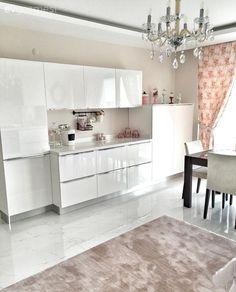 Rize'de yaşayan Elif hanım 2016 yılına kendi evinde girmenin mutluluğunu yaşıyor. Yavruağzı ve beyazın hakimiyetindeki modern ve şık mutfak ve uyumlu salondan kareler sizlerle..   Salon mobilyaları...
