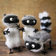 Beautiful Needle felting wool raccoon (Via @cho_oyu)