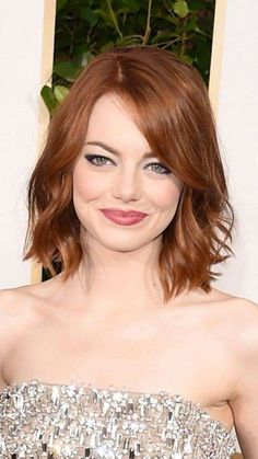 30 Best Wavy Bob Hairstyles You know what? Wavy bob hairstyles are big hair trend of this year! So we have gathered up the images of 30 Best Wavy Bob Hairstyles just for you. Wavy Bob Hairstyles, Short Hairstyles For Women, Pretty Hairstyles, Hairstyle Short, Easy Hairstyles, Hairstyle Ideas, Celebrity Hairstyles, Emma Stone Hairstyles, Hair Ideas