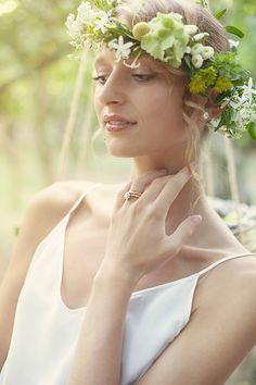 In Love In Italy  - via Magnolia Rouge - Fresh Lemon Ideas - Bride with floral crown