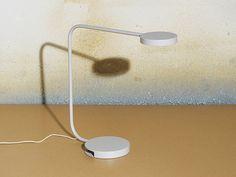 Lampe de bureau, IKEA x HAY. La beauté se loge dans la simplicité : la preuve avec cette lampe de bureau design signée IKEA et Hay.