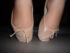 Tip toes Pink Ballet Shoes, Ballet Feet, Ballerina Flats, Flat Shoes, Women's Shoes, Dance Shoes, Sexy Legs And Heels, Sexy Feet, Barefoot Girls