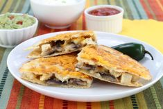 Quesadillas cu pui si sos guacamole - www.Foodstory.ro