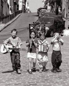 Pojkband, Montmartre, Paris, ca 1999 Konsttryck Photos Vintage, Vintage Photographs, Old Photos, Famous Photos, Old Pictures, Black And White Portraits, Black And White Pictures, Black And White Photography, People Photography