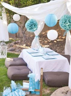 pretty blue outdoor party decor /// #party #blue #white #outdoor #setting #lounge #wedding #shower #event #lanterns