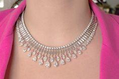 Collar de diamantes Diamond Necklace Simple, Diamond Jewelry, Jewelery, Jewelry Necklaces, The Bling Ring, Necklace Designs, Luxury Jewelry, Glamour, Wedding Jewelry
