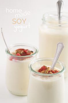 To make homemade soy yogurt --you're gonna need only 2 ingredients: soy milk and a starter. So simple and cheap. Dairy Free Recipes, Vegan Recipes, Cooking Recipes, Crockpot Recipes, Lait Vegan, Homemade Yogurt Recipes, Agar Agar, Cocina Natural, Vegan Yogurt