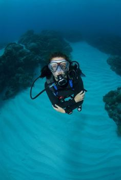 How much weight do you need to wear as a diver? Correct weighting depends on your personal buoyancy needs and is influenced by a number of factors. #scubadivercostumes