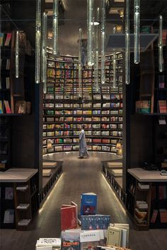 With the aim to create the most beautiful reading experience, Shanghai studio XL-Muse has designed a mesmerizing interior for this bookshop in Hangzhou, China. Hangzhou, Bookstore Design, Library Design, Library Ideas, Mirror Ceiling, Brutalist, Optical Illusions, Bookshelves, Bookcase