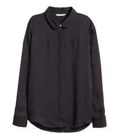 Straight-cut, long-sleeved blouse in woven fabric with a collar. Concealed buttons at front, button at cuffs, and rounded hem. Slightly longer at back.