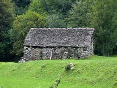 Stone house in Valle Verzasca