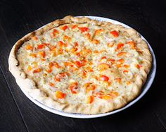 Coconut and Garlic White Pizza with bell peppers and shallots. Easy, healthy and kid friendly!