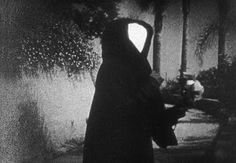 Meshes of the afternoon (1943) - Maya Deren