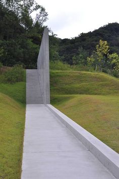 Man made concrete structure appearing out of rolling green lawn. The walkway disapearing into the wood (or more likely turns 90 degrees left) adds a dimension of height to the background, naturally. Very dramatic without being adorned with det Landscaping Supplies, Modern Landscaping, Backyard Landscaping, Urban Landscape, Landscape Design, Garden Design, Tadao Ando, Landscape Architecture, Architecture Design