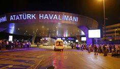 Atatürk Havalimanı'nda şüpheli araç paniği İstanbul Atatürk Havalimanı'nda polisin şüphe üzerine durdurmak istediği beyaz renkli clio marka araç dur ihtarına uymayarak kaçtı. Polis olay yerinden kaçan otomobile 2 el ateş etti. Otomobilde bulunan şüpheli kişi ya da kişileriz izini kaybettirdiği öğrenilirken, aracın bulunması için polis ekipleri çalışma başlattı. #sondakika #haber #haberler #türkiye #güncelhaber