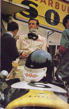 Jim Clark, Lotus 49 - just look at that concentration! F1 Racing, Drag Racing, Grand Prix, F1 Wallpaper Hd, F1 Lotus, Ferrari F12berlinetta, Gilles Villeneuve, Formula 1 Car, Vintage Racing