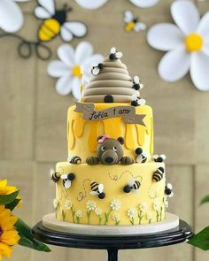 Honey Cake love this idea for a birthday party! Honey Cake love this idea for a birthday party! Cute Cakes, Pretty Cakes, Beautiful Cakes, Amazing Cakes, Bolo Fondant, Fondant Cakes, Cupcake Cakes, Baby Cakes, Baby Shower Cakes