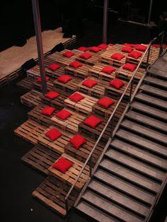 Theater und Tribünen komplett mit recycelten Paletten und Kosten gemacht 0