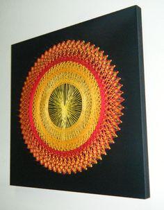 Modelo LinhasdoCunha. Quadro de linhas e pregos sob base de madeira de 0,30 x 0,30 pintada.