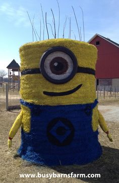 25 Fall Painted Hay Bale Ideas to help you kick off the fall season on a spooky and fun foot! Use these to show your creative side or as a fundraiser! Straw Bales, Hay Bales, Halloween Art, Halloween Decorations, Minion Halloween, Halloween Costumes, Pinterest Board, Hay Bale Decorations, Mums In Pumpkins