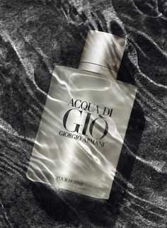 Acqua Di Giò giorgio armani.  Another underwater shot, water ripple reflections look great!