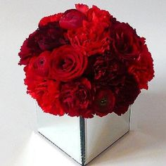 valentine flower arrangement ideas from the floral craft idea is designed beautifully with the floral foam and with the of heart shaped glass bowl. It makes this flower arrangement so nice. Valentine Flower Arrangements, Rose Arrangements, Rose Wedding, Wedding Flowers, Dream Wedding, Romantic Flowers, Romantic Gifts, Red Flowers, Red Roses
