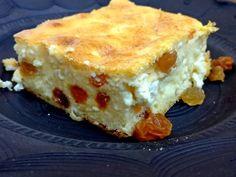 Mennyei Túrós Papi recept! Ez a túrós süti Papi és az egész család kedvence. De főleg az enyém, mert nagyon könnyű összerakni. Aki szereti a tészta nélküli süteményt, nem fog benne csalódni. Hungarian Desserts, Hungarian Recipes, Clean Eating Sweets, Schnitzel Recipes, Cookie Recipes, Dessert Recipes, Salty Snacks, Cheesecake Desserts, Baking And Pastry
