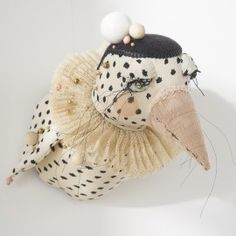 Le Jongleur de 'désaccord' / DESUET.FR Faux Taxidermy, Art Textile, Textiles, Creation Couture, Sewing Dolls, Soft Sculpture, Softies, Fiber Art, Art Dolls