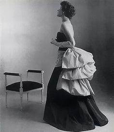 Schiaparelli Evening Gown, 1951    Photo Philippe Pottier