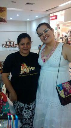 Artesä Sara e Renata 'participantes da FEARC no Shopping.