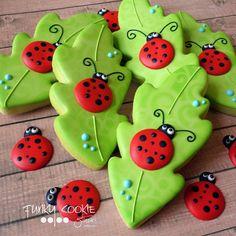 Leaf with ladybug cookies Summer Cookies, Fancy Cookies, Iced Cookies, Cute Cookies, Cupcake Cookies, Leaf Cookies, Ladybug Cookies, Easter Cookies, Cookie Frosting