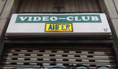 Hablamos con el propietario del último videoclub de Lavapiés, un enamorado del cine y de su oficio. ¿Cómo son sus clientes? ¿Qué alquilan?