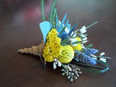 Billy balls, thistle, yarrow.. perfect for a rustic wedding! #willowspecialty #utahweddings