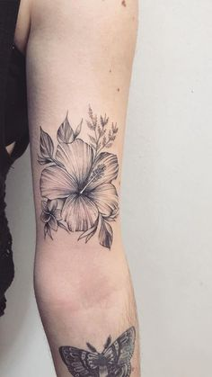 The Meaning Of Your Favorite Flower Tattoos - The Meaning Of Your Favorite Flower Tattoos // Flowers aren't just beautiful: they can be symbols with deep meanings. Form Tattoo, Hawaiianisches Tattoo, Shape Tattoo, Cover Tattoo, Neue Tattoos, Body Art Tattoos, Small Tattoos, Sleeve Tattoos, Cool Tattoos