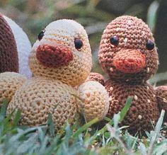 Stop kroppen ud og omg: Hækl hver og fm sammen = 36 omg Crochet Animals, Crochet Toys, Crochet Keychain, Diy Baby, Diy And Crafts, Dinosaur Stuffed Animal, Retro, Teddy Bear, Easter