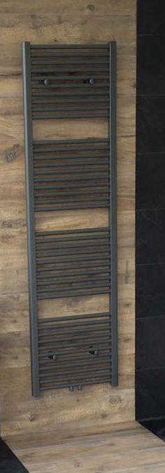 Designradiator in een design badkamer. Gerealiseerd door Sanidrome Ester Oom in Goes.