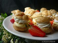 Az áfonya mámora: Mini képviselőfánk Minion, Breakfast, Drinks, Food, Morning Coffee, Drinking, Beverages, Essen, Minions