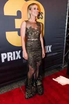 Karine Vanasse était splendide dans sa délicate et féminine robe signée Narces. Hollywood, Red Carpet, Photos, Formal Dresses, Image, Style, Fashion, Showgirls, Blue