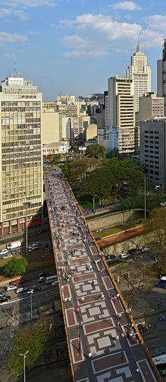 Es el centro de São Paulo,Brazil.Tiene muchos edificios.También, tiene muy grande.