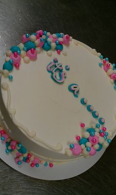 Gender Reveal cake with pink or blue colored cake when you cut into it!  This is an adorable idea for a baby shower! I bet changing the colors would be a snap too, if you wanted, say, purple and green.