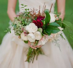 I love the balance of green and white in this rustic wildflower bouquet.  It gives a fresh picked from the garden feel.