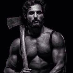 #barbasparaamar #bearded #muscle #lumberjack #axe #beard
