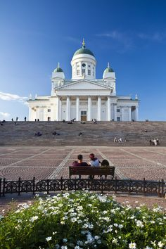 This is the Helsinki Cathedral which is right in the middle of Helsinki, Finland Helsinki Things To Do, Great Places, Beautiful Places, Places To Travel, Places To Visit, Visit Helsinki, Europe, Place Of Worship, National Parks