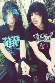 to emo boys smokin darts ha their parents are gonna give them some big trouble thats for sure. Cute Emo Couples, Cute Emo Guys, Hot Emo Boys, Hot Guys, Scene Guys, Emo Scene, Cute Scene Boys, Emo People, Emo Hair