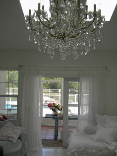 decor, living rooms, shabbi chic, chandeliers, white